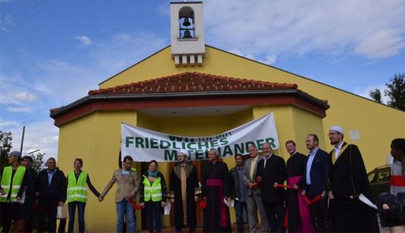 Avusturya'daki dini temsilcilerden 'el ele barış' eylemi