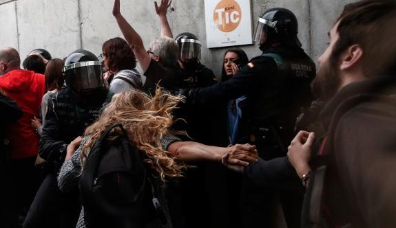 Katalonya'daki referandum girişimine müdahale: 465 yaralı