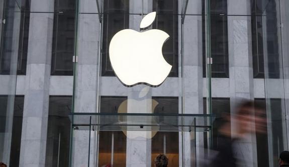 Apple mağazasına 'vergini öde' baskını