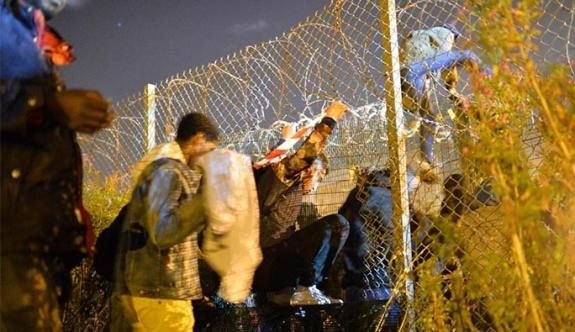 Başbakan Yardımcısı Strache: 'Mülteciler askeri kışlada tutulsun'