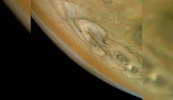 NASA, Jüpiter'in ihtişamını gözler önüne serdi!