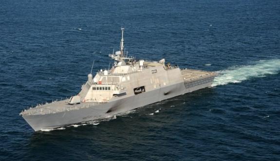 ABD'nin savaş gemisi Montreal'de mahsur kaldı!