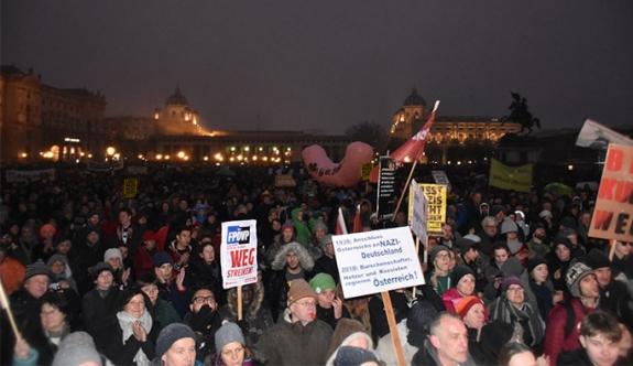 Viyana'da 60 bin kişi ÖVP-FPÖ hükümetini protesto etti
