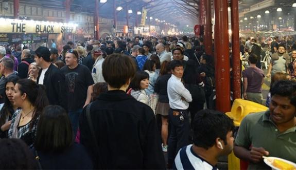 """Avustralya'daki """"gece pazarı"""" turistlerin ilgi odağı!"""