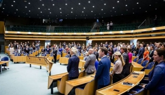 Hollanda skandal yasa tasarısını onayladı