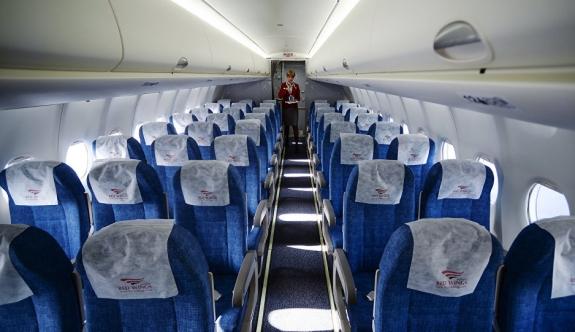Yolcular uçağı iterek çalıştırmak istedi!