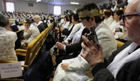 ABD'de kilisede olay ayin!