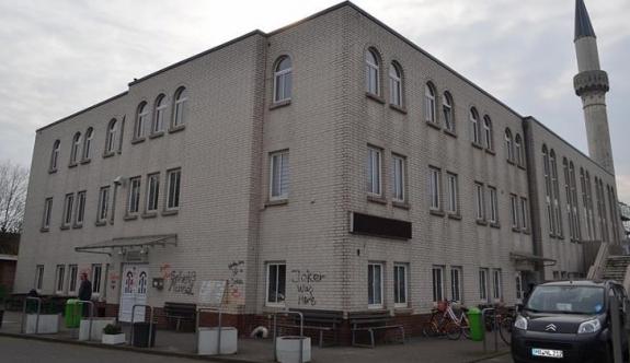 Almanya'daki camiye 6 ayda ikinci saldırı!