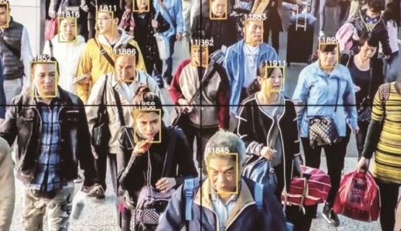 Çin, bilgisayara bakıp Türkleri gözaltına alıyor!
