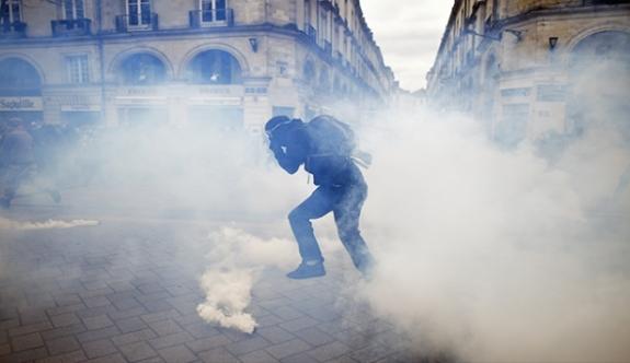 Fransa'da hayat durma noktasında! Protestolara polisten sert müdahale