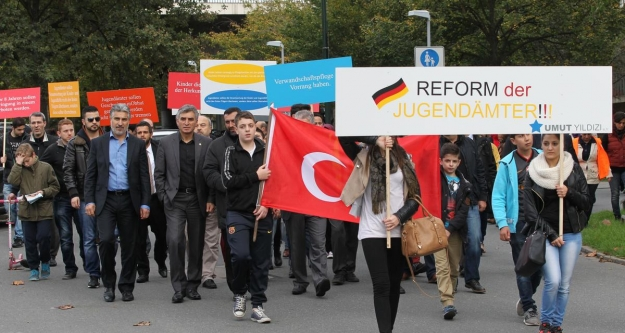 Almanya'da Gençlik Dairesi protestosu