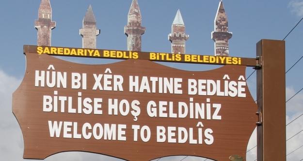 Bitlis'te tabelalar 3 dilde yazıldı