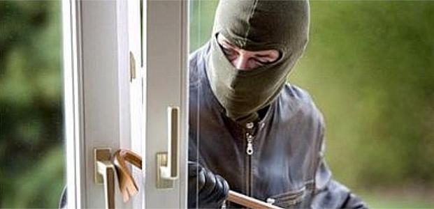 ''Hırsız girdiği evde mahsur kaldı''