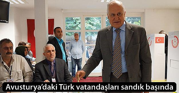 Avusturya'daki Türk vatandaşları oy vermeye başladı