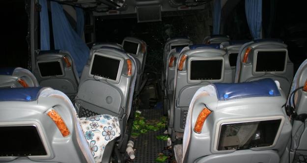 Otobüs yoldan çıktı: 22 yaralı
