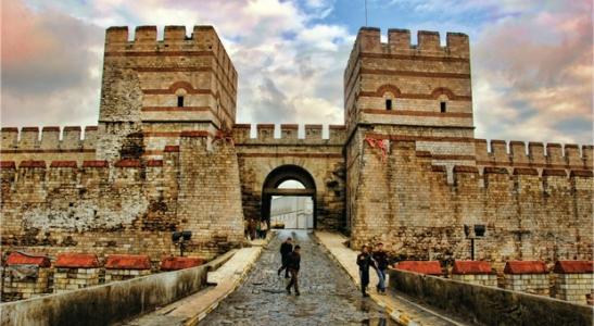 ''Tarihin İzinde: İstanbul'un Kapıları''