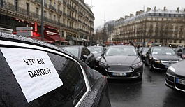 Paris'te alternatif taksi sürücülerinin protestosu