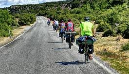 Üç asırlık geleneği Viyana'dan Moena'ya bisikletleriyle yaşatacaklar