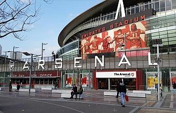 Arsenal 12 oyuncusuyla yollarını ayırdı
