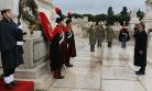 ''Cumhurbaşkanı Gül Meçhul Asker Anıtı'na çelenk koydu''