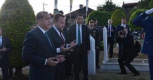 Erdoğan, Aliya İzzetbegoviç'in kabrini ziyaret etti