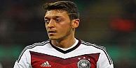 Mesut Özil'den bir ilk