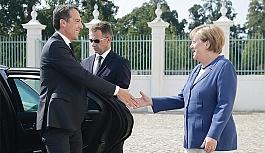 ''Bayan Merkel,...