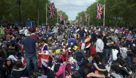 İngiliz gençleri borç...