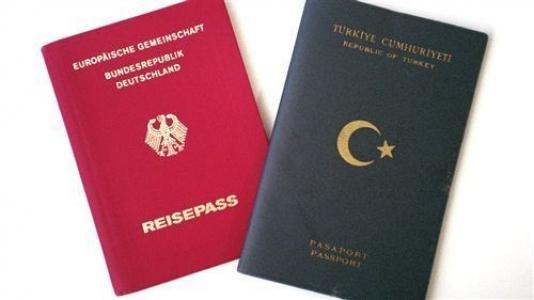 ''Türk bakandan çifte vatandaşlık atağı''