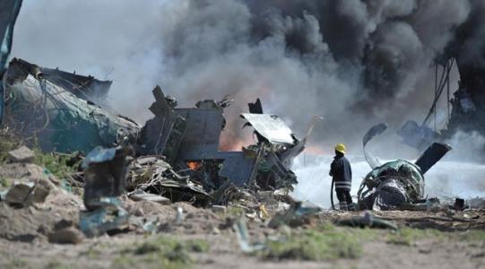 ''Uçak düştü: 4 ölü''