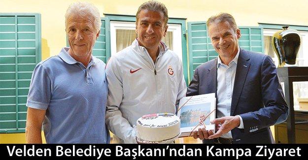 Velden Belediye Başkanı, Galatasaray kampını ziyaret etti