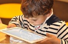 Ekran süresi 1-3 yaş arası çocukların gelişimini olumsuz etkileyebilir