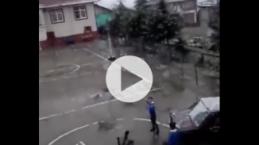 """""""Kartopu atın buraya çocuklar"""" diyen öğretmeni vuran öğrenci"""
