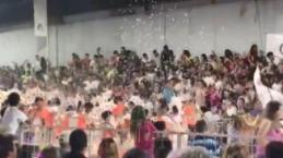 Video - Karnavalda sahne çöktü: 34 kişi yaralandı