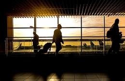 Bebeği havalanında unutan anne için uçak geri döndü