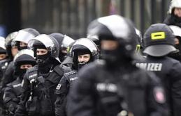 Almanya'da 4 polise 'aşırı sağ' tutuklaması