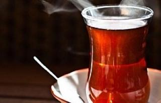 Bir bardak çay içti, 35 bin lirası gitti!