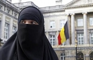 Peçesini açmayan Müslüman kadına 18 ay hapis!