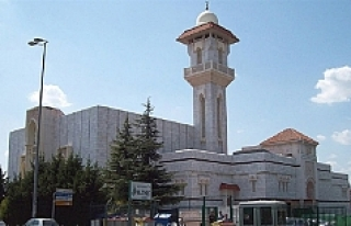 İspanya'da aşırı sağ grup camiye saldırdı