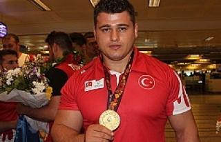 Rıza Kayaalp Avrupa Şampiyonu