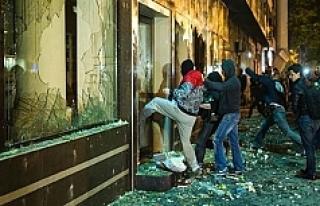 Makedonya'da Cumhurbaşkanlığı ofisini yağmaladılar