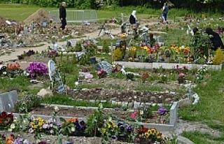 Müslüman mezarlığı sorununu kilise yönetimi...