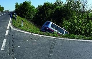 Polis aracı kaza yaptı: 7'si sığınmacı...