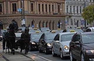 Viyana'daki taksicilerden protesto