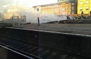 Londra'da tren istasyonunda yangın çıktı