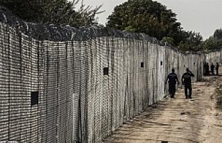 Slovakya-Macaristan sınırında kadın sığınmacı...