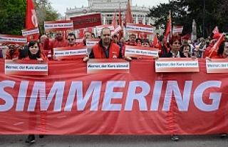 Viyana'da Başbakan Faymann'a hem destek...