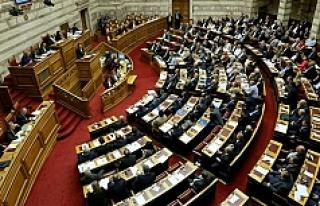 Yunanistan Meclisi tartışmalı reform paketini onayladı