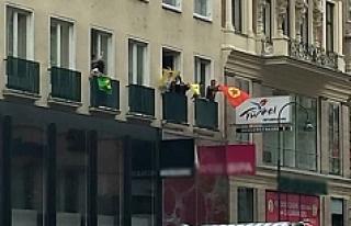 PKK yandaşları, Viyana'da turizm ofisini bastı