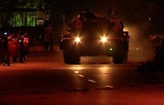 Kartal'da halk, tankların kışladan çıkmasına...